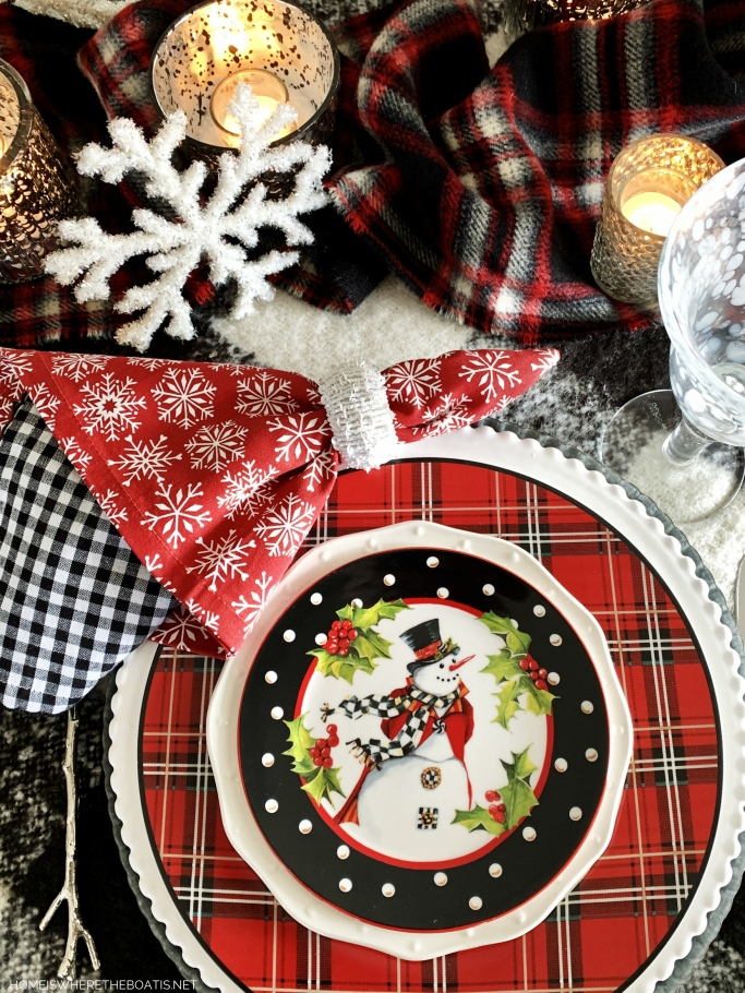 Top Hat Snowman Winter Table | ©homeiswheretheboatis.net #tablescapes #winter #snowman #DIY