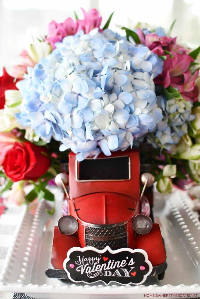 Farm Fresh Flower Shop Truck Flower Arrangement | ©homeiswheretheboatis.net #flowers #valentinesday