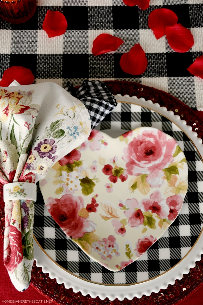 Floral Heart plate with buffalo check | ©homeiswheretheboatis.net #tablescapes #valetinesday #buffalocheck #truck