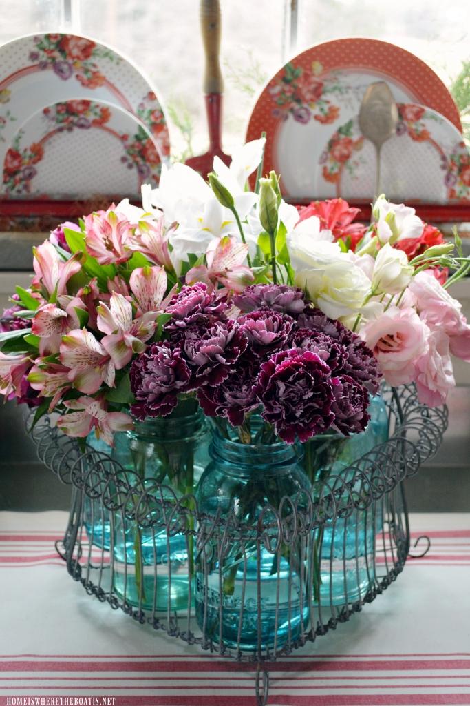 A Heartfelt Arrangement for Valentine's Day with Mason Jars | homeiswhereboatis.net #balljars #masonjars #flowers #pottingshed