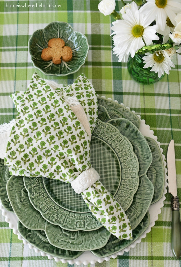 Pulling Out the Green and St. Patrick's Day Table on the porch | ©homeiswheretheboatis.net #stpatricksday #tablescapes #green