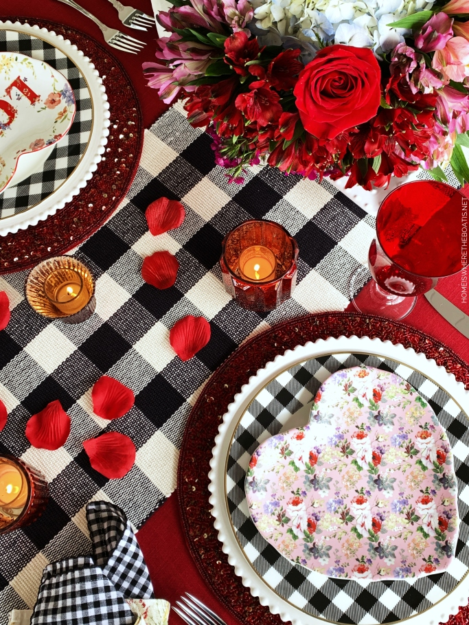 Floral Heart plates with buffalo check | ©homeiswheretheboatis.net #tablescapes #valetinesday #buffalocheck #truck