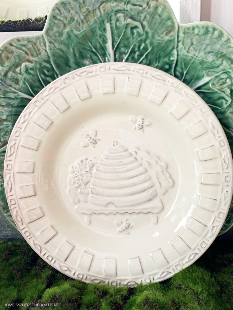 Bee Skep plate with bees | ©homeiswheretheboatis.net #bees #tablescapes #spring #green