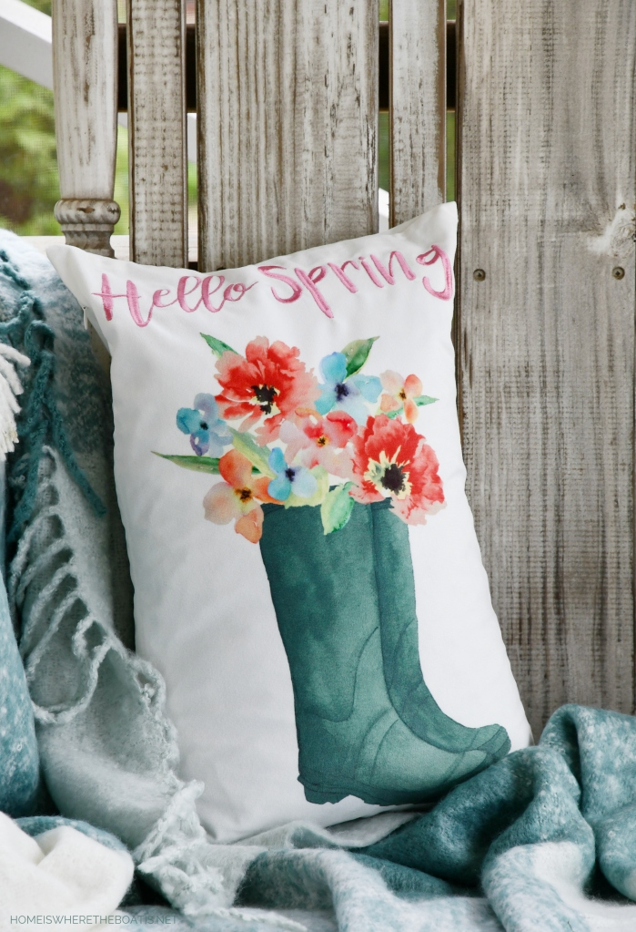 Hello Spring pillow | ©homeiswheretheboatis.net