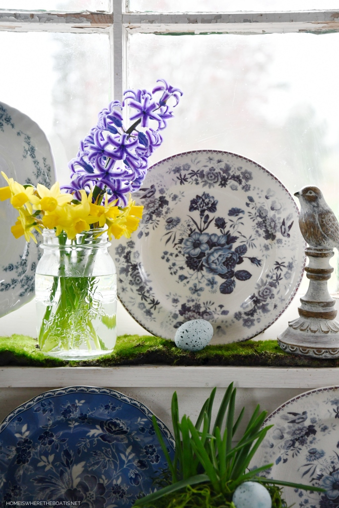 Blue and white garden vignette in Potting Shed | ©homeiswheretheboatis.net #spring #flowers