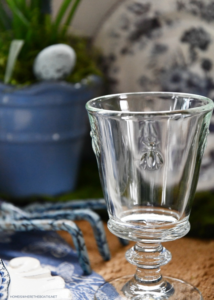 Blue and white garden tablesetting bee goblets | ©homeiswheretheboatis.net #spring #flowers