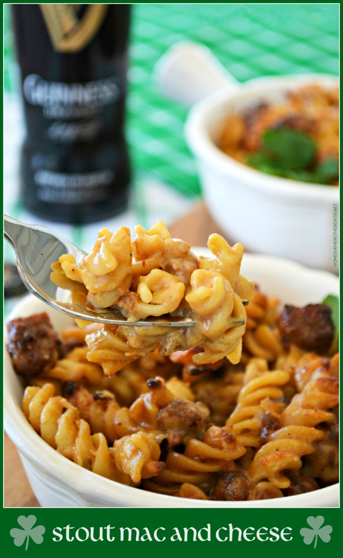 Stout Mac and Cheese | ©homeiswheretheboatis.net #stpatricksday #recipes